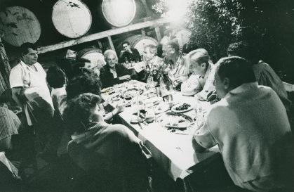 Γεύμα σε κελάρι, ελληνική κουζίνα
