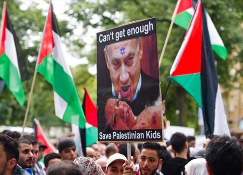 Αφίσα που απεικονίζει τον προθυπουργό του Ισραήλ ως αιμοσταγή ηγέτη